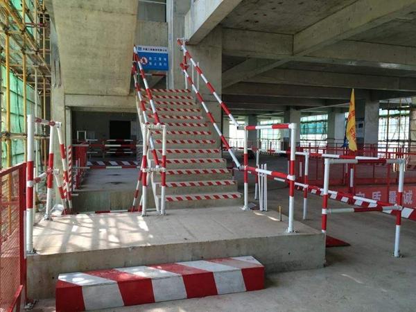 临边安全防护楼梯