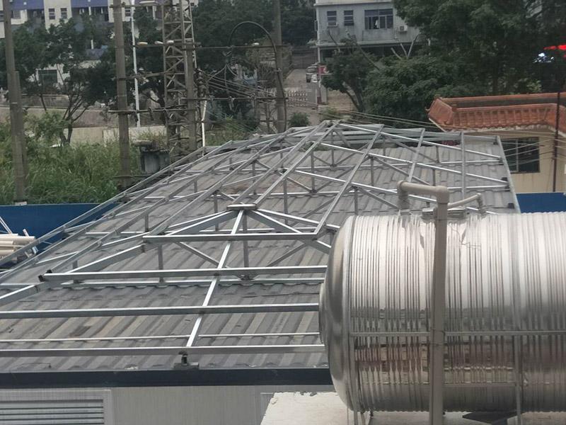 树脂瓦四坡顶钢结构