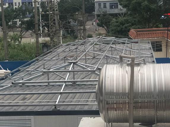 钢结构四坡顶